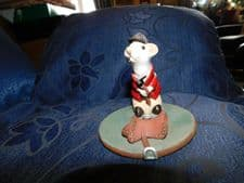 VINTAGE COLLECTABLE SIGNED POTTERY MOUSE FIGURINE HORSE RIDER DAVID FISHER 1980